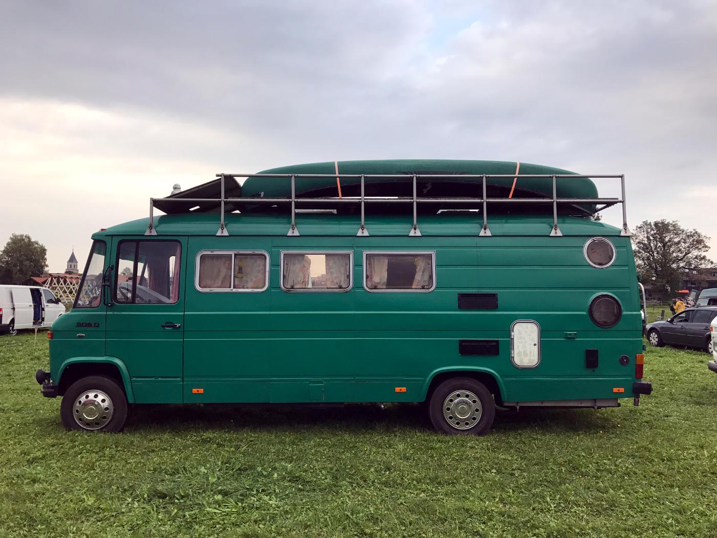 Freiheitsmobil / MMCV / Camper Van - Selbstausbauten auf einer Pferdekoppel mitten in Bayern